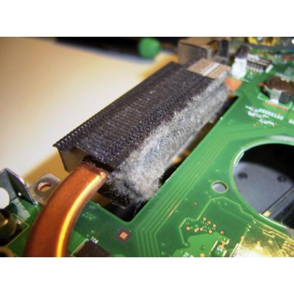 Curatare laptop de praf si inlocuirea pastei termo